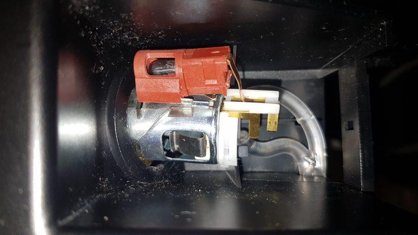 Reparatur S211 W211 – Defekte Aschenbecherbeleuchtung in der Mittelkonsole