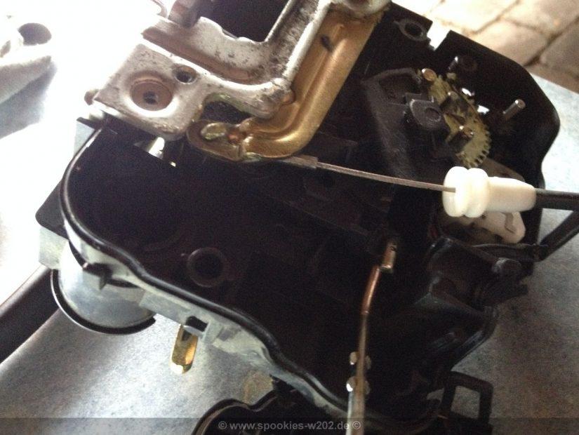 Reparatur S211 W211 – Türschlossrattern bei 211, 203, etc.