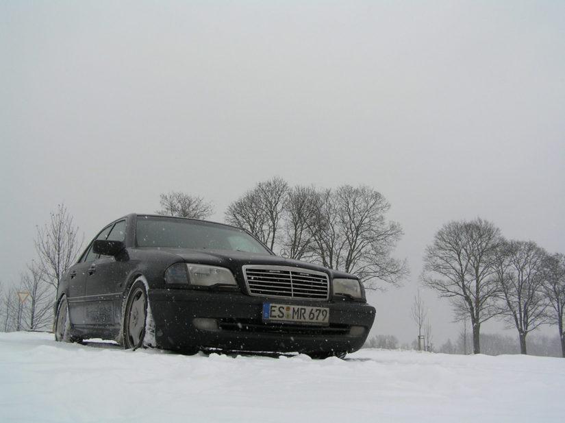 W202 – 2005-12 – Schneeeee soweit das Auge reicht und auch am Jägerhaus-Esslingen ist genug davon vorhanden gewesen