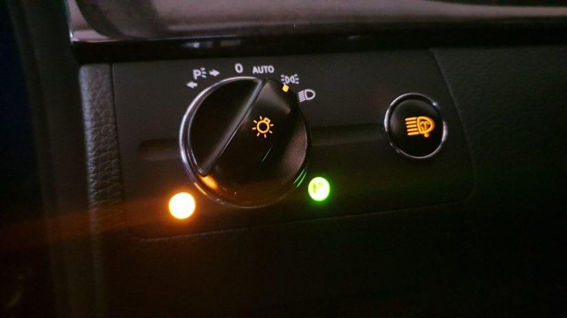 Mercedes-Benz E320 (W211) – Modifikationen – Interieur – Ersetzen der eigentlich nicht ersetzbaren Blende des Lichtschalters