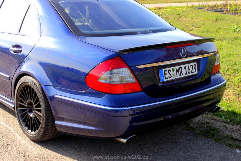 Mercedes-Benz E320 (W211) – Modifikationen – AMG Lippe auf dem Heckdeckel