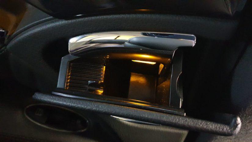 Mercedes-Benz E320 (W211) – Modifikationen – Aschenbecherbeleuchtung im Fond nachrüsten