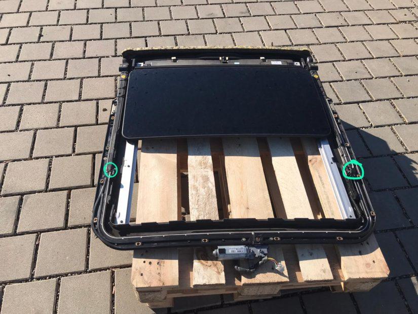 Wartungen, Verbesserungen S211 W211 – Wassereinbruch an der Dachbedieneinheit, Schiebedach oder im Fussraum